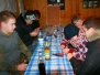 Unsere Jugend beim Binden von Raubfischvorfächern